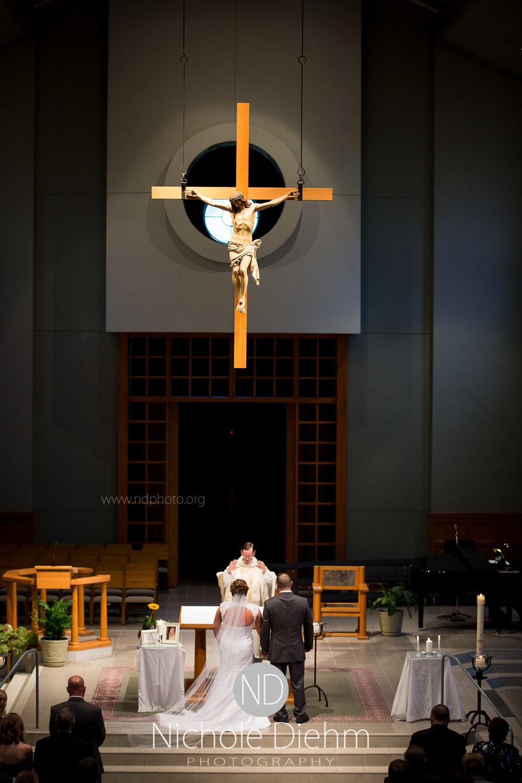 Cedar-Falls-Wedding-Photographer-John-Katie-Hilton-Garden-Inn-St-Eds-Church221.jpg