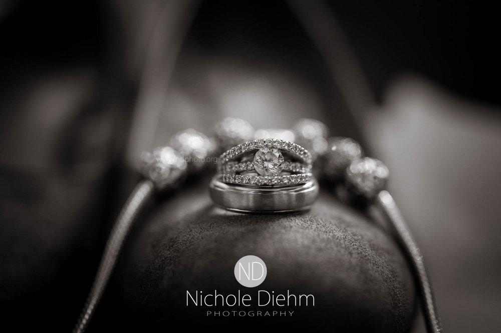 Cedar_Falls_Wedding_Photographer_Nichole_Diehm_Photography-128.jpg