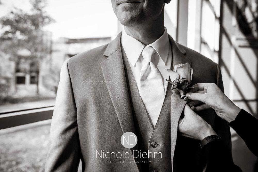Cedar_Falls_Wedding_Photographer_Nichole_Diehm_Photography-119.jpg