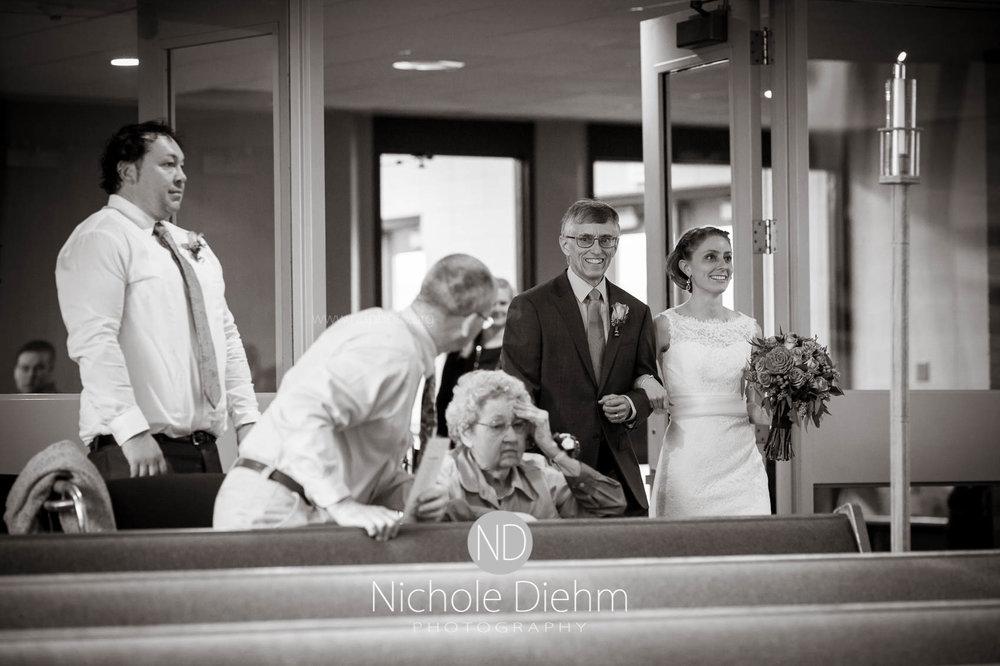 Cedar_Falls_Wedding_Photographer_Nichole_Diehm_Photography-136.jpg