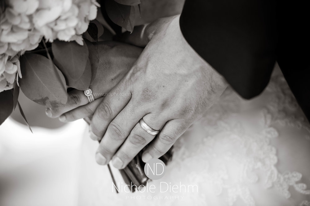 Cedar-Falls-Waterloo-Iowa-Wedding-Photographer-Nichole-Diehm-Photography--29.jpg