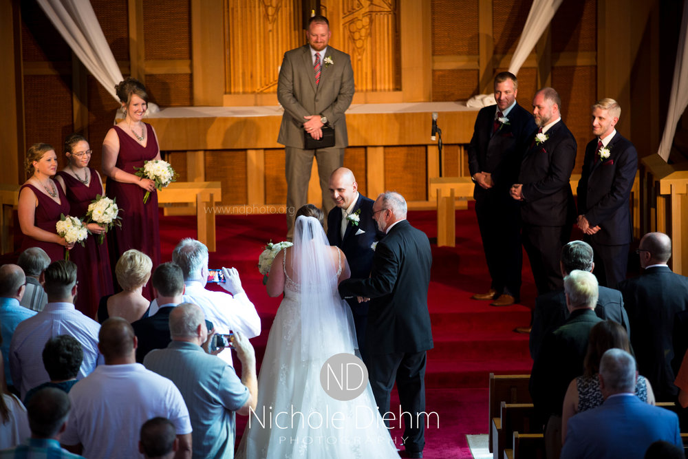 Cedar-Falls-Waterloo-Iowa-Wedding-Photographer-Nichole-Diehm-Photography--44.jpg