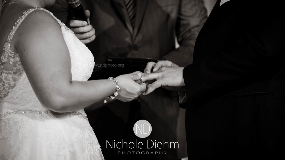 Cedar-Falls-Waterloo-Iowa-Wedding-Photographer-Nichole-Diehm-Photography--48.jpg