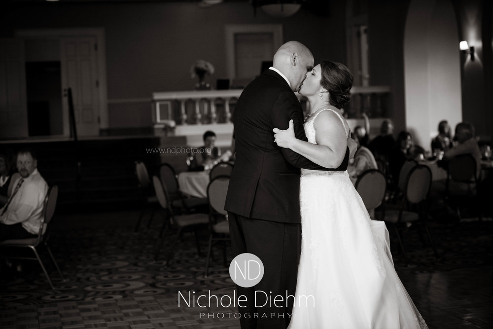 Cedar-Falls-Waterloo-Iowa-Wedding-Photographer-Nichole-Diehm-Photography--57.jpg