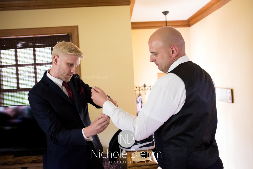 Cedar-Falls-Waterloo-Iowa-Wedding-Photographer-Nichole-Diehm-Photography--68.jpg