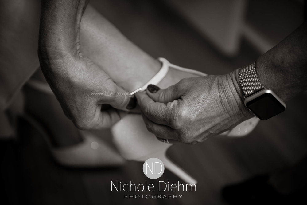 Cedar-Falls-Waterloo-Wedding-Photographer-Nichole-Diehm-Photography--67.jpg