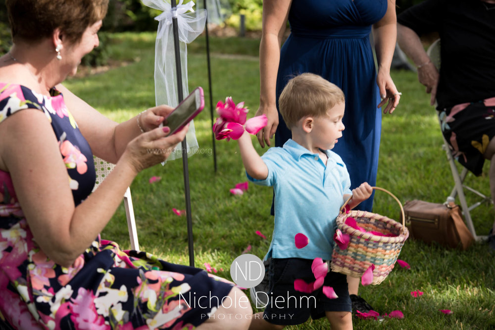 Cedar-Falls-Waterloo-Wedding-Photographer-Nichole-Diehm-Photography--217.jpg