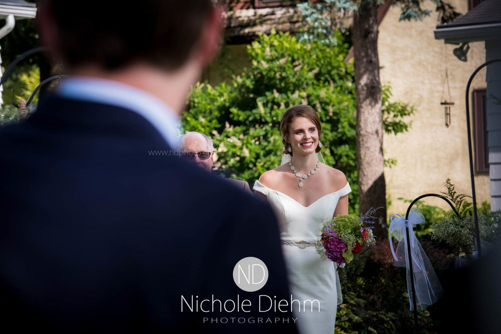 Cedar-Falls-Waterloo-Wedding-Photographer-Nichole-Diehm-Photography--7.jpg