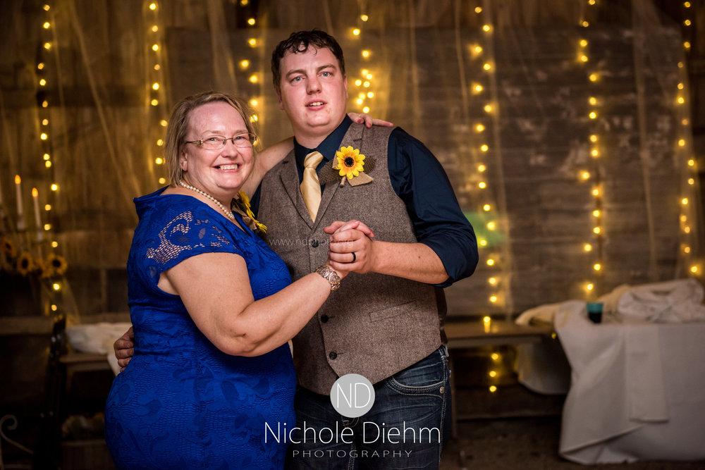 Jake-&-Jennifer-Engagement-Waverly-Iowa-Photography-541.jpg