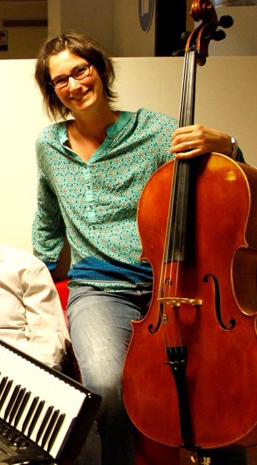 Isabelle Eberhard - Mutter von 4 Kindern. Cellistin und Instrumentalpädagogin. Singen macht fröhlich und das Leben schön!