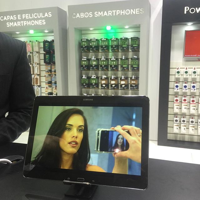 Official #Brazilian debut of the #monsterselfiecase at the 2015 #eletrolarshow in #SaoPaulo is under way. Stop by at the @elgsuportes booth to see it in action. #selfie #elg #2015Eletrolar #canyourcasedothis