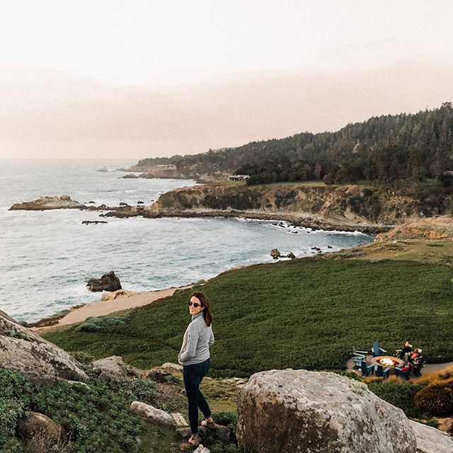 Don't you love when it feels like Monday but it's actually already Tuesday? I spent my holiday weekend with @timbercoveresort and explored the beautiful Sonoma coast. That view though 😍 I just can't get enough of California's rugged coastline. What did you do this weekend? #timbercoveresort #sponsored ----------------------------------------------- • • • • • #northerncalifornia #womenwhoexplore #sonomacoast #westcoast #pacificocean #visitcalifornia #darlingweekend #pursuepretty #beautifulplaces #explorecalifornia #sonomacounty #travelblogger #beautifulplaces #thehappynow #darlingescapes #sheisnotlost #livelittlethings #girlslovetravel #beautifulplaces #thingsilove #girlaroundworld #sanfranciscoblogger #bayareablogger #oceanfront  #travelinladies #citizenfemme #girldiscoverer #darlingmovement