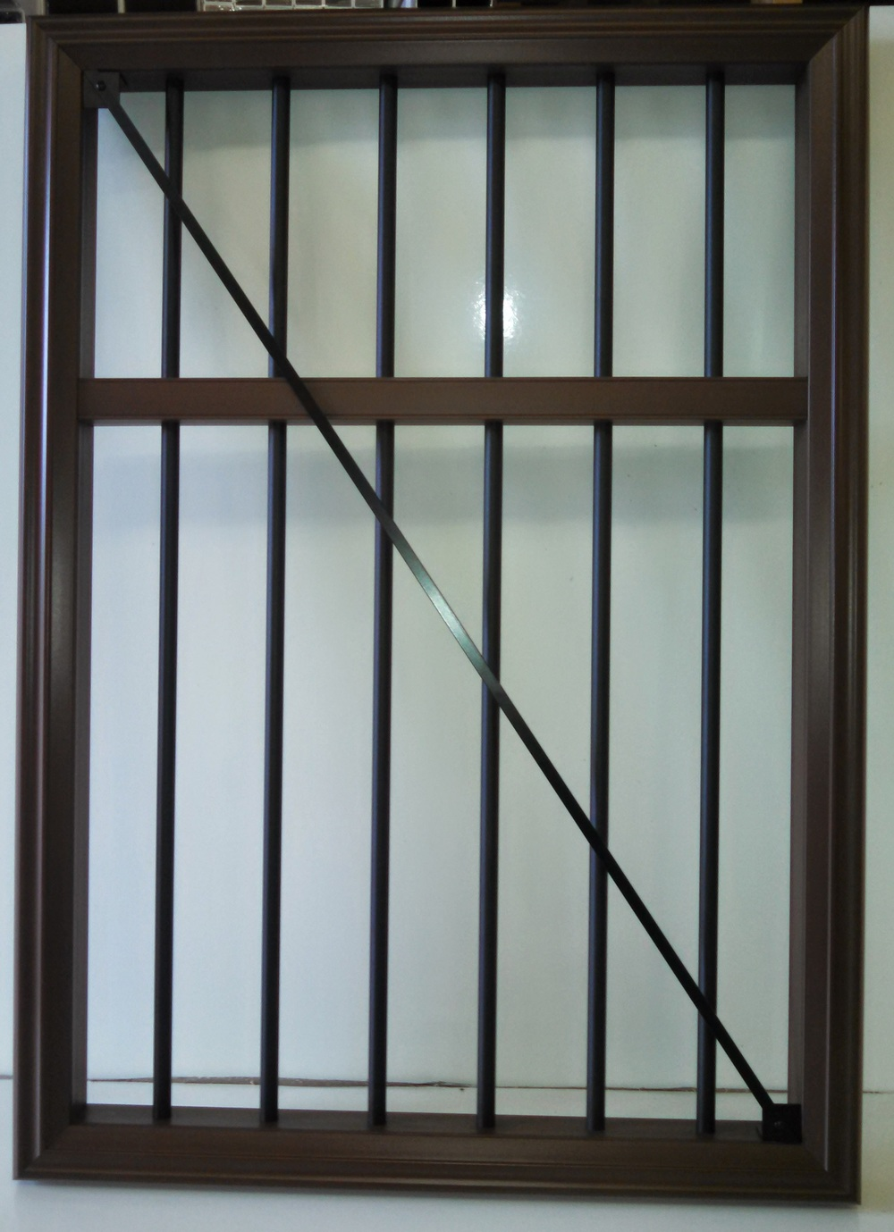 Trex Transcend gate with midrail and round aluminum balusters
