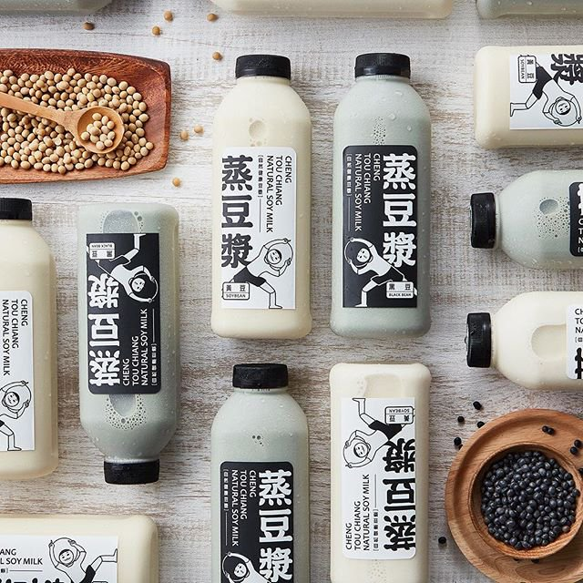 Packaging design for Cheng You Chiang, a soy milk based drink. Designed by Ryan Ma.