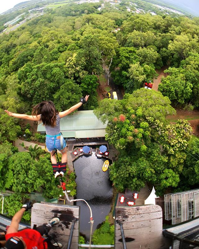 #tbt Bungee jumping in Australia last year while shooting for a Chinese travel/English language program ☺️ 老师Andi汗流浃背!很紧张!
