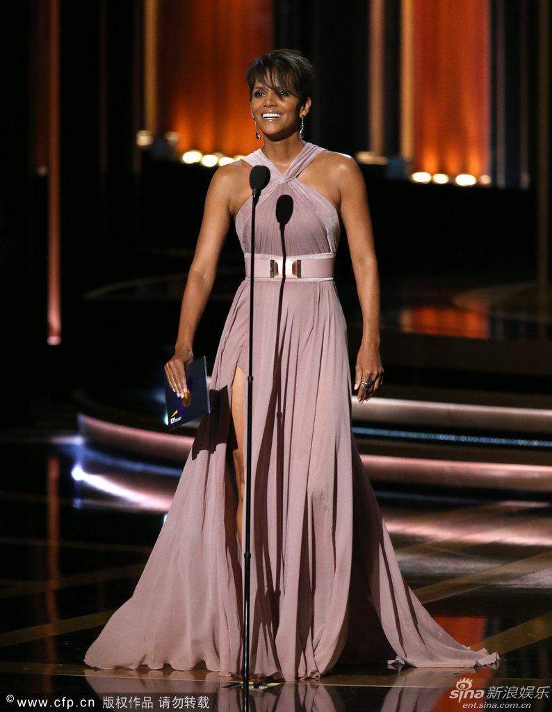 2014-emmy-awards-halle-berry-sheath-halter.jpg