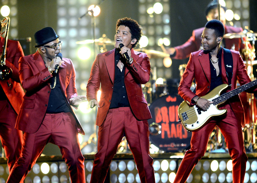 Bruno-Mars-sang-Billboard-Music-Awards.jpg