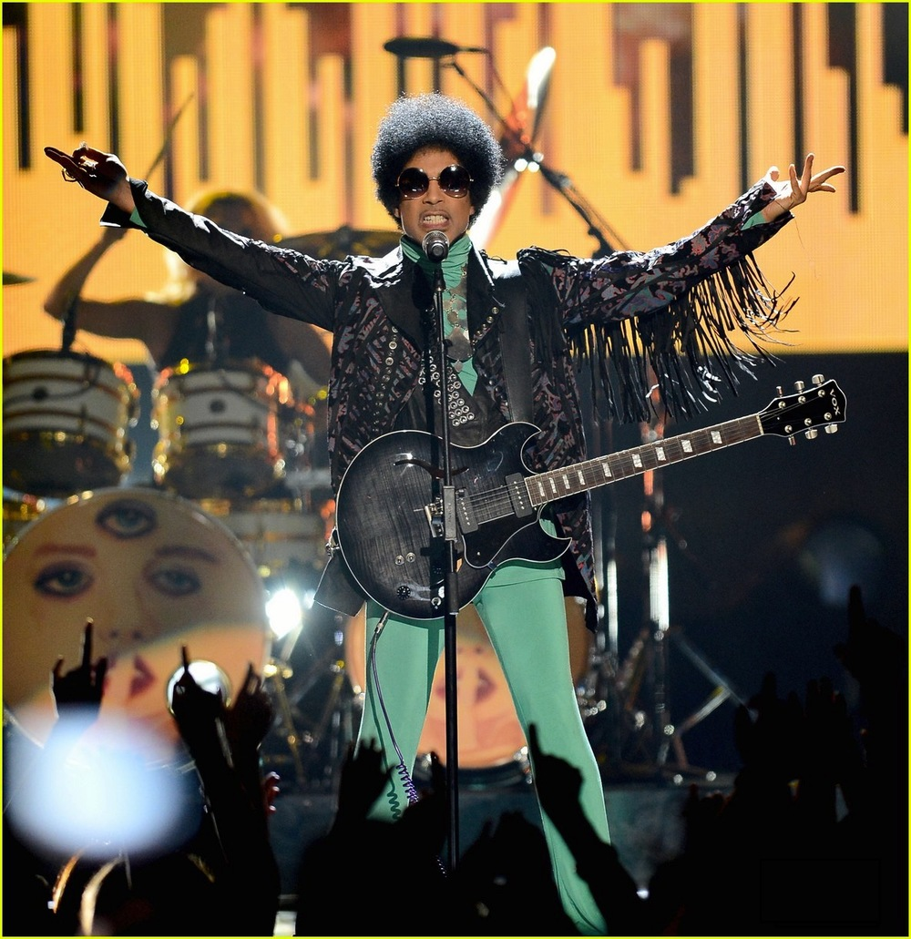 prince-billboard-music-awards-2013-performance-video-08.jpg
