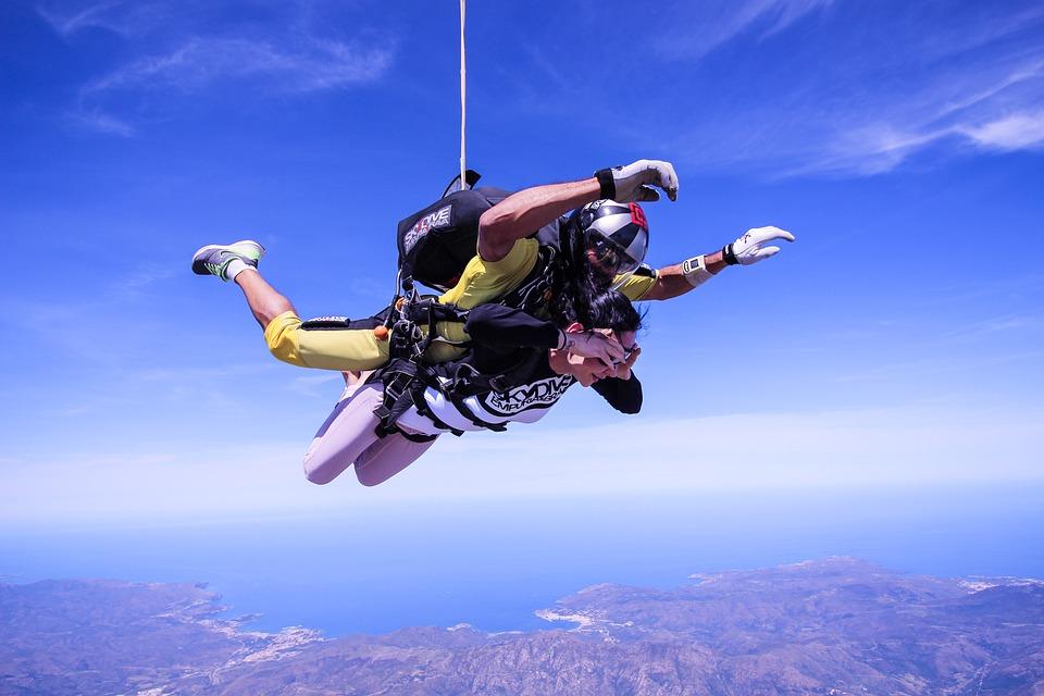 skydive-2717507_960_720.jpg