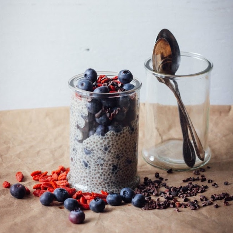 VANILLA CHIA OAT PUDDING WITH BLUEBERRIES
