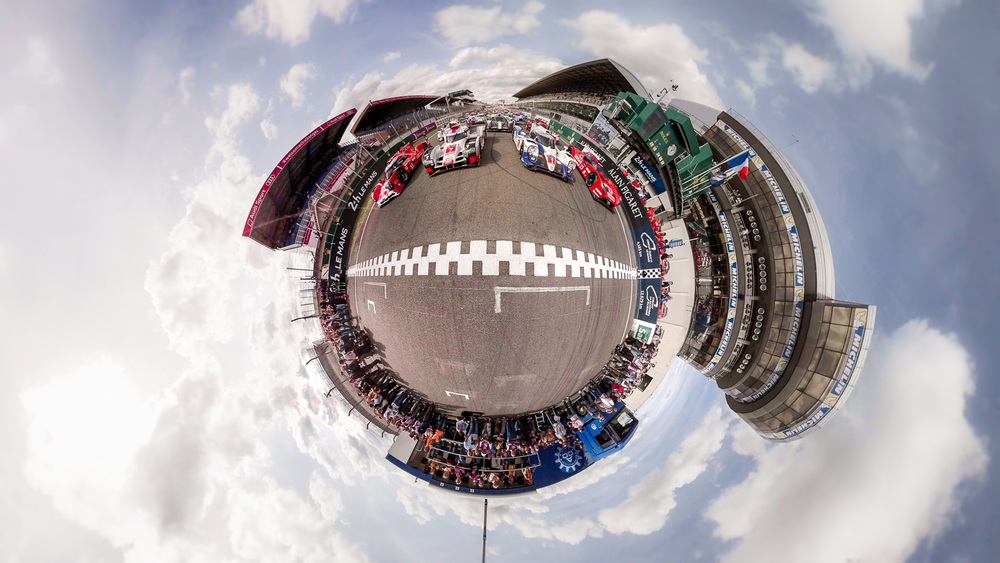 cam0_lemans30th_pitwalk03littleplanet.jpg