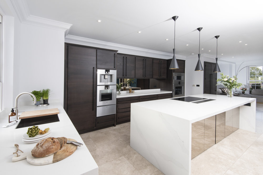 WICKHAM - CONTEMPORARY, TIMELESS, STYLISHA Contemporary kitchen giving a sleek modern look, using traditional material and construction techniques.Available in painted or oak finishes.