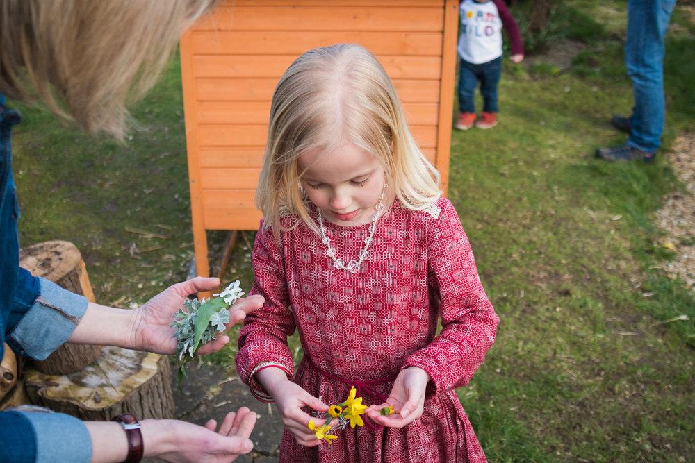 family-photography-milton-keynes-daffodils