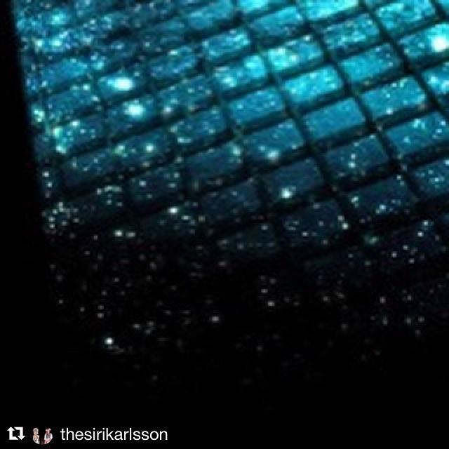 Gå och se @thesirikarlsson på Dunkers Kulturhus i Helsingborg ikväll! Magiskt band! Visuals av Anna på Röda roboten! 🔥🔥🔥