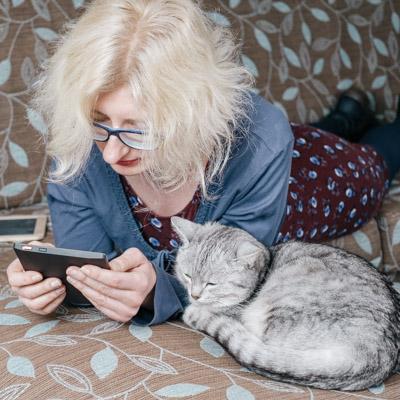 Mijn kat Tokio en ik kijken met belangstelling uit naar je bestelling.