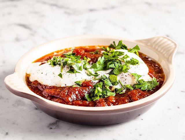 Tous nos plats sont préparés à partir des ingrédients les plus frais pour vous faire savourer le meilleur des spécialités orientales et occidentales dans notre restaurant typiquement new yorkais 🗽 #parisrestaurant #instaresto #weloveparis #delicatessen #topparisresto #topparisrestaurants #foodie #paris09