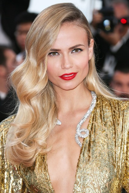 Natasha-Poly-beauty-gold-vogue-18may15-getty_b_426x639.jpg