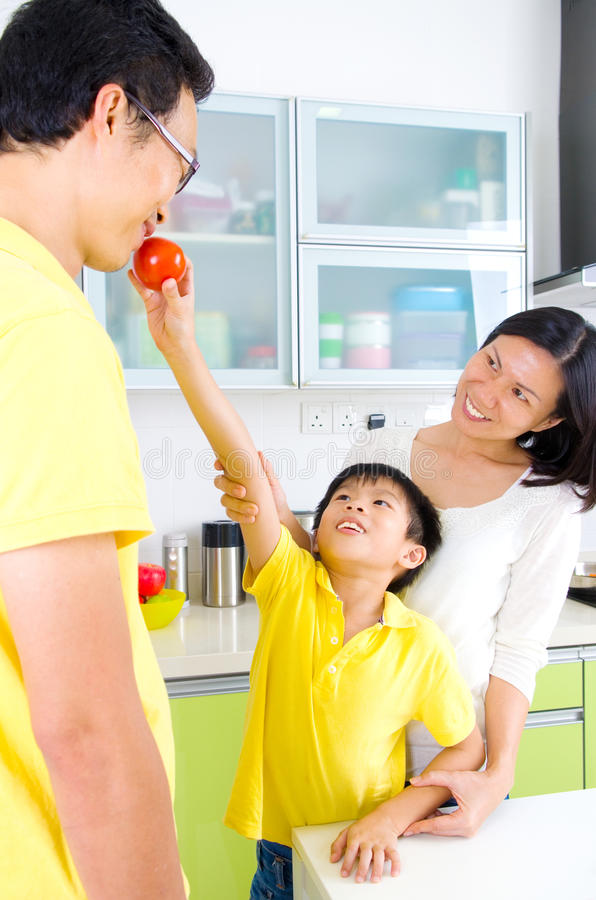 asian-family-kitchen-lifestyle-happy-having-fun-55858481.jpg