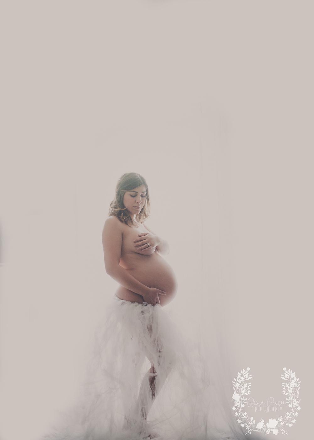 maternity-newborn-montreal-photos-fine-art-photographer-15.png