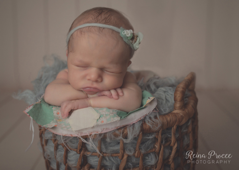 021-montreal-newborn-photographer-beautiful-baby-photos.jpg