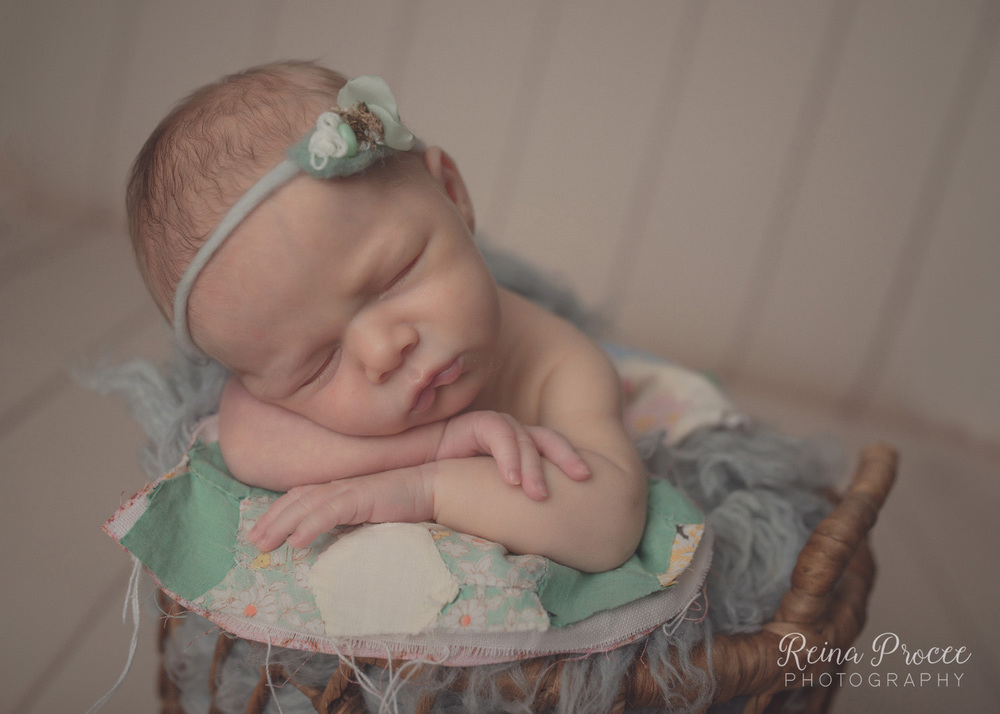 029-montreal-newborn-photographer-beautiful-baby-photos.jpg