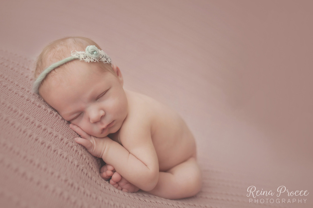 038-montreal-newborn-photographer-beautiful-baby-photos.jpg