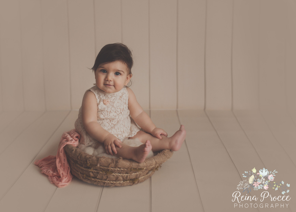 1-montreal-baby-photographer-beautiful-infant-photos-milestones.jpg