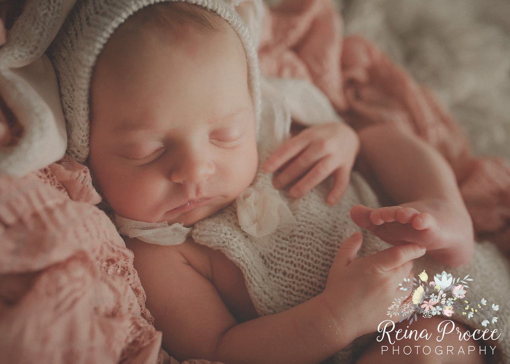 050-montreal-newborn-photographer-beautiful-baby-photos.jpg