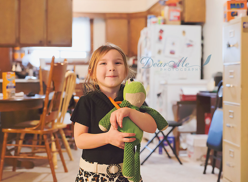 dear me photography bismarck photographer girl holding stuffed frog