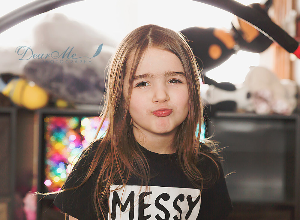 dear me photography mandan photographer little girl giving duck face lips