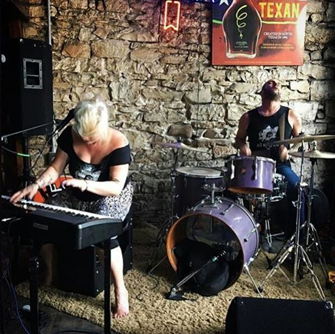 @sitkittysit rocks the Aquarium Bar on #sixthstreet during our #SxSw #invasion !  #sxsw #sxnemesis #barbrocksnemesis #thatswhatbarbsaid #nemesisroster #youcantfakeawesome #atx #citabriamusic #thegoahead #sitkittysit #eyesontheshore #lucasgordon #uglywhalefest