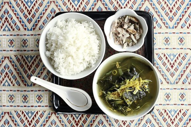 http://www.thestar.com.my/Lifestyle/Food/Recipes/2015/04/12/Roselle-Leaf-Soup-with-Grilled-Fish/