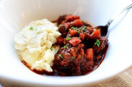 http://thepioneerwoman.com/cooking/sunday-night-stew/