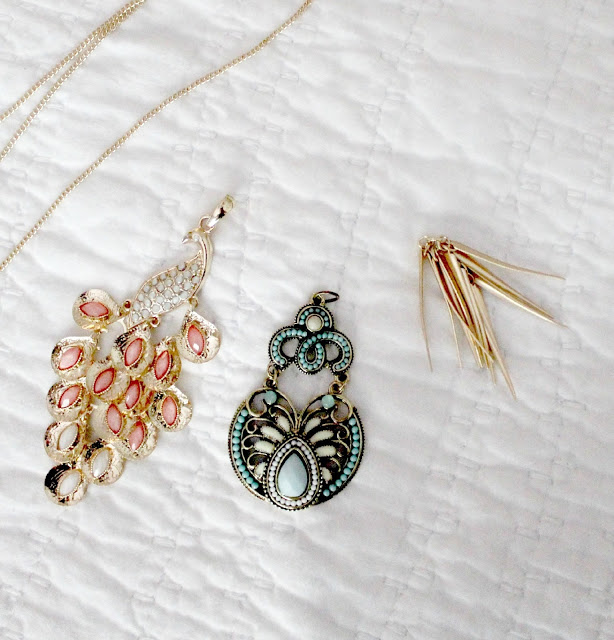 Easy DIY and budget friendly pendant necklaces