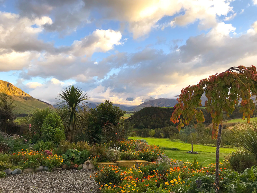 What a view….an  off the grid air bnb  outside Queenstown, New Zealand. Thanks Vicky & Simon!