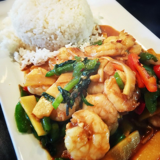 Spicy Basil stir fry with shrimp. Shrimp Stir-fried with bamboo shoots, jalapenos and bell peppers in fresh Thai basil sauce, served with steamed rice on the side. #waiwai #waiwaitp #overlandpark #lunch #thaiforlunch #kansas #ks #kc #kansascity #instafood #instakc #foodkc #foodporn #food #thaifood #basil #shrimp