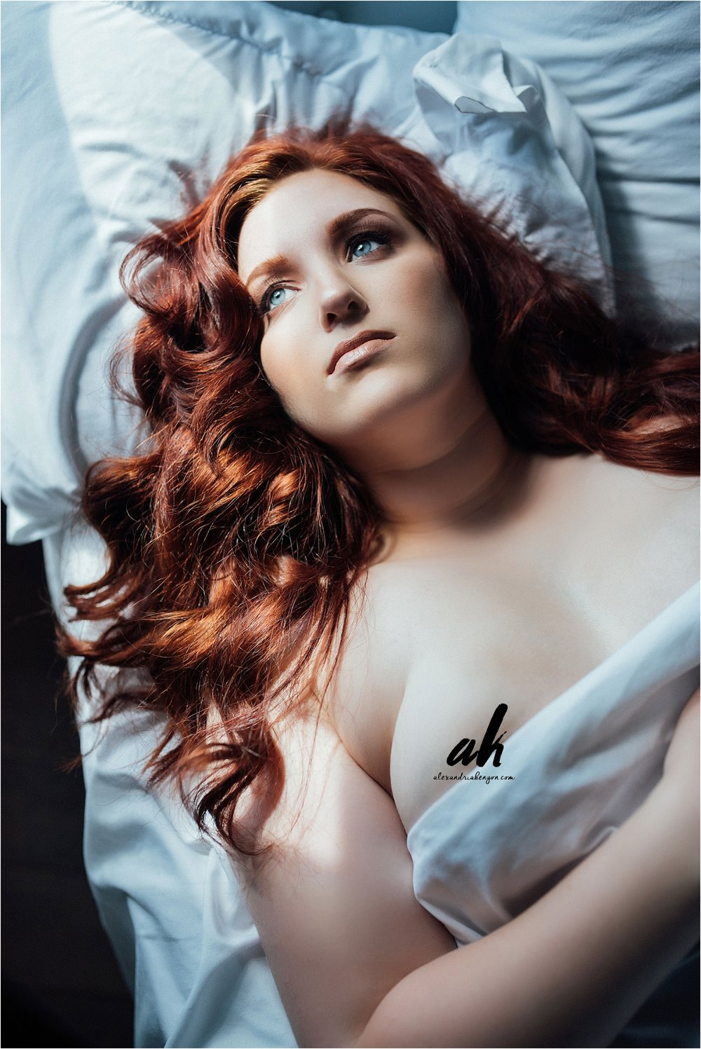 blue-eyes-red-hair-boudoir-photography