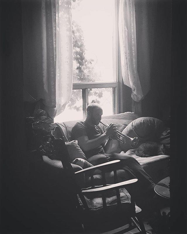 Joni Mitchell is to Woodstock as Eli is to Golden Fest. . . . #kosahouse #sunday #trumpet #jonimitchell #woodstock #elicamillo #goldenfest #zlatneuste #zlatneustegoldenfestival #brooklyn #toronto #будун #zoładkova
