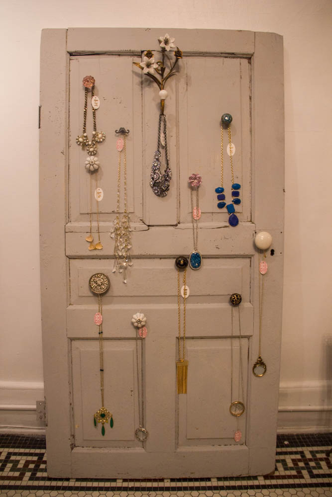 Have to love a crafty DIY jewelry holder.