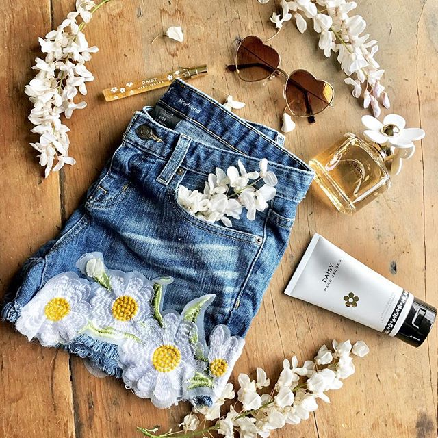Sunshine, daises, and summertime looks! Featuring goodies from @marcbeauty, @anntaylor, and more! Coming Monday on 🌼Stark Raving Chic🌼 (Link in bio ⬆️) http://liketk.it/2vI2M #liketkit @liketoknow.it